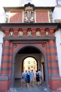 1055 gate